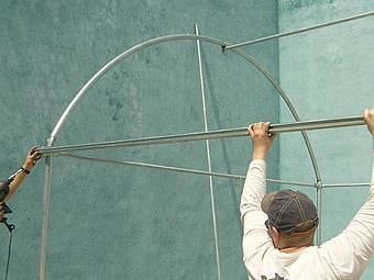Guia mallas y pl sticos c mo sujetar a una estructura for Estructura vivero